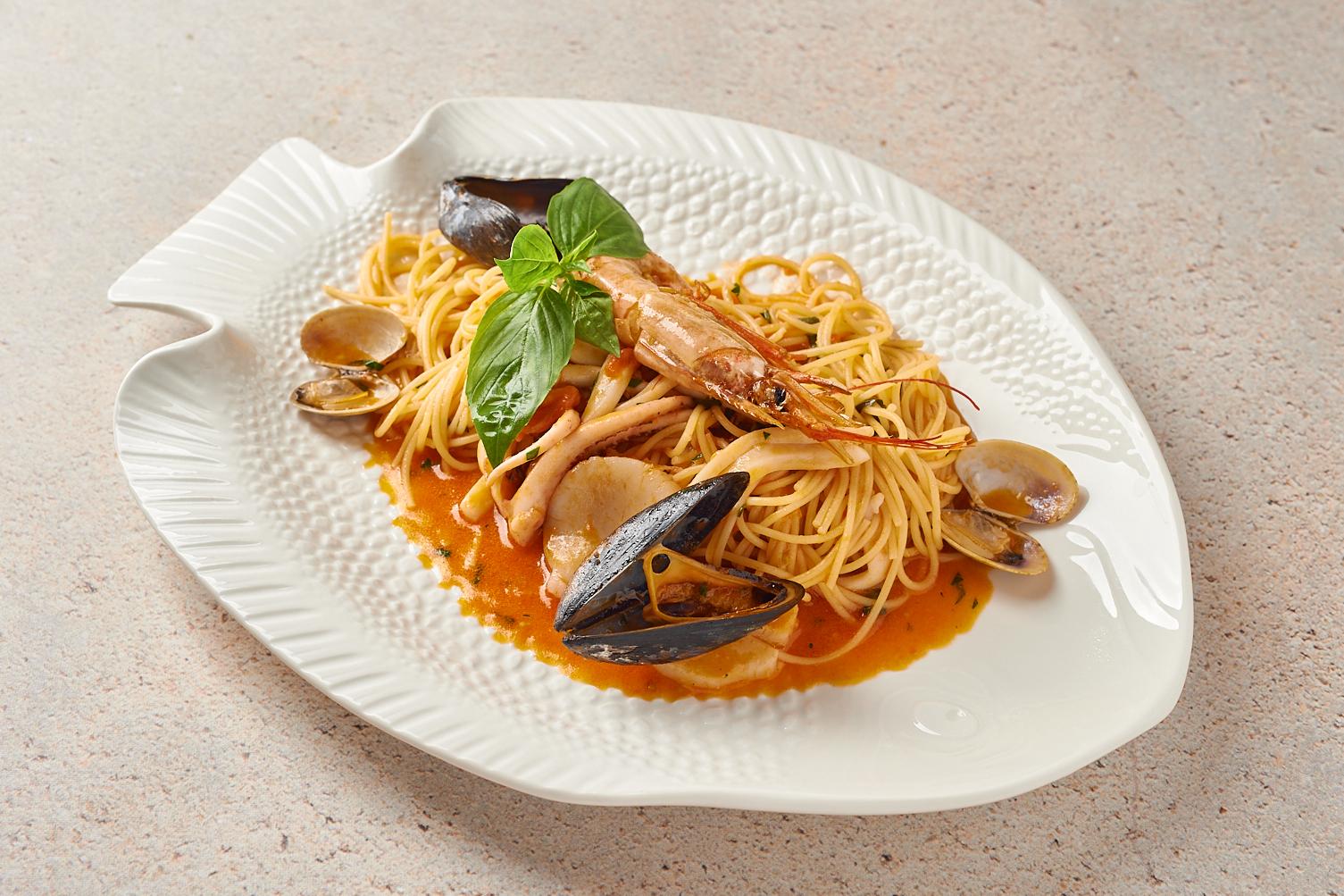 Спагеттини с морепродуктами под соусом из белого вина
