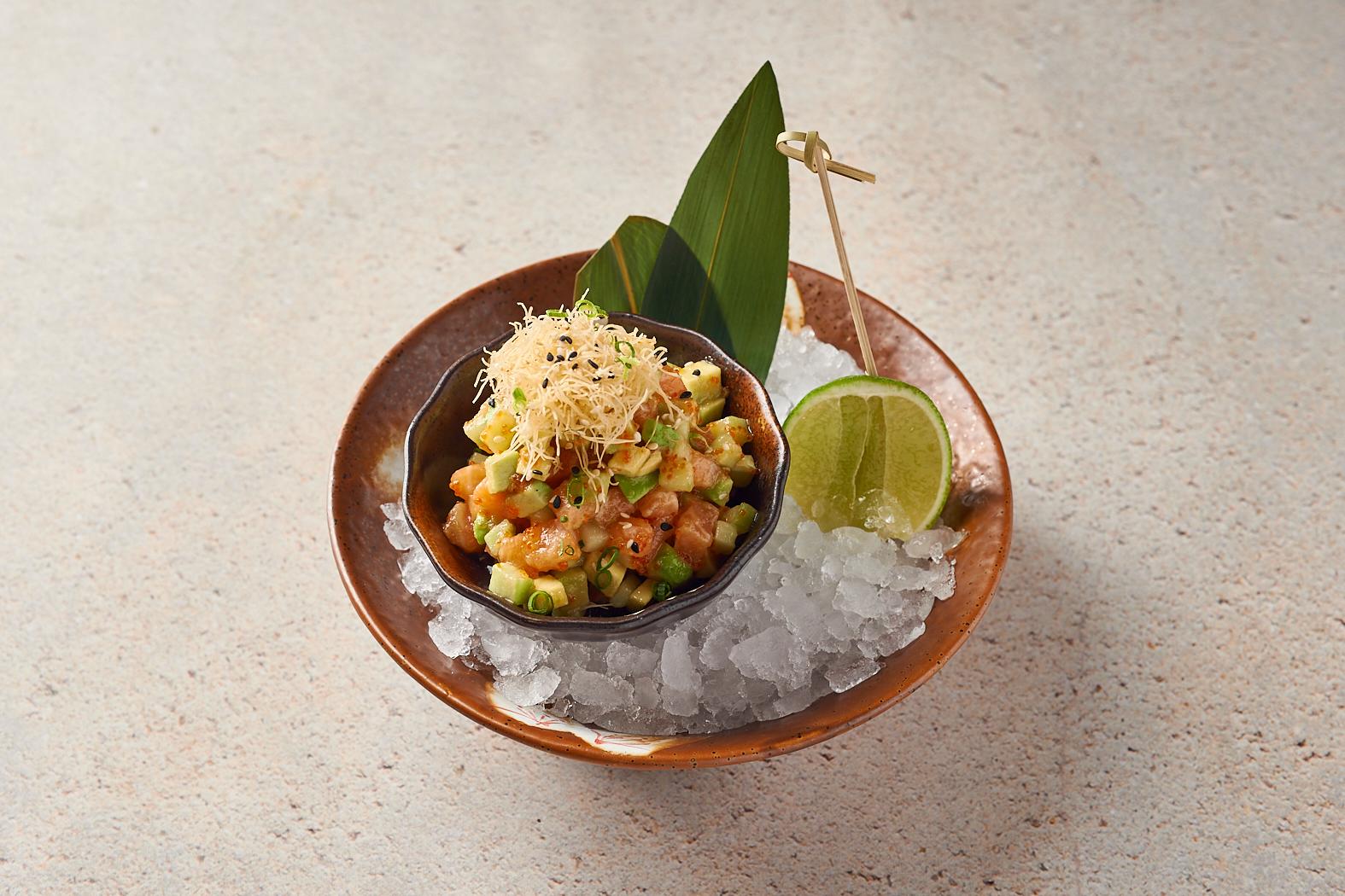 Тартар из лосося под соусом «Юдзу»