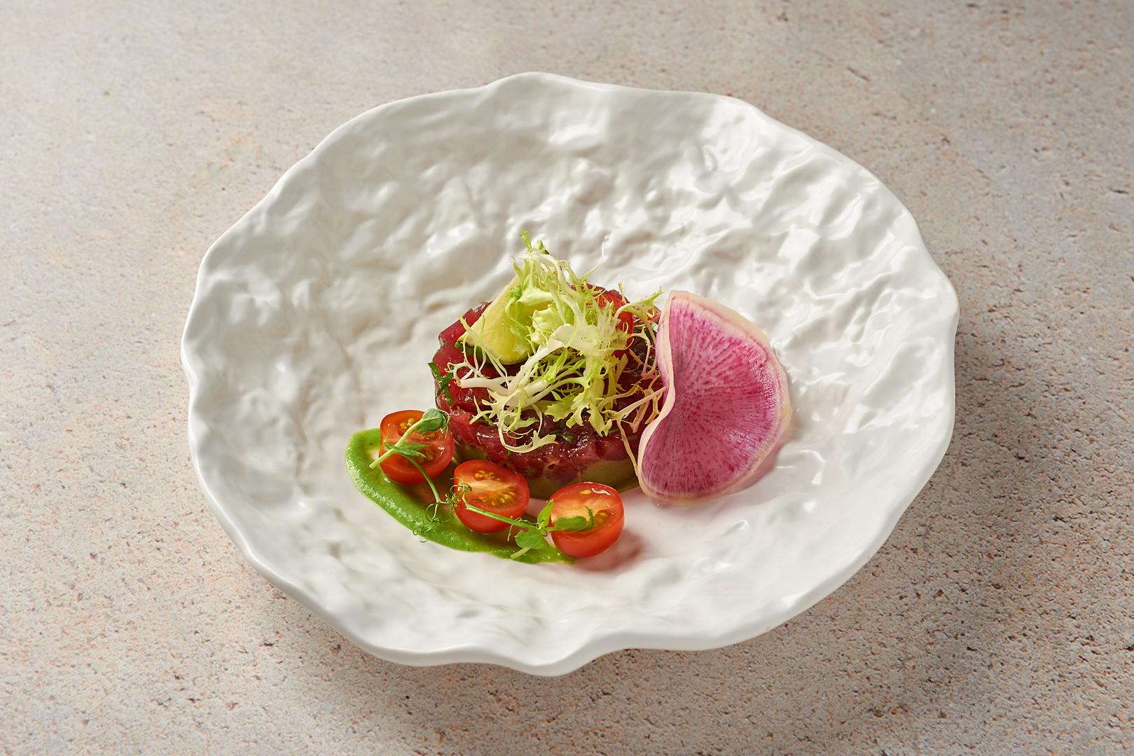 Тартар из тунца с авокадо